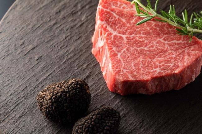 黒毛和牛フィレ芯の塊焼き フランベでご提供