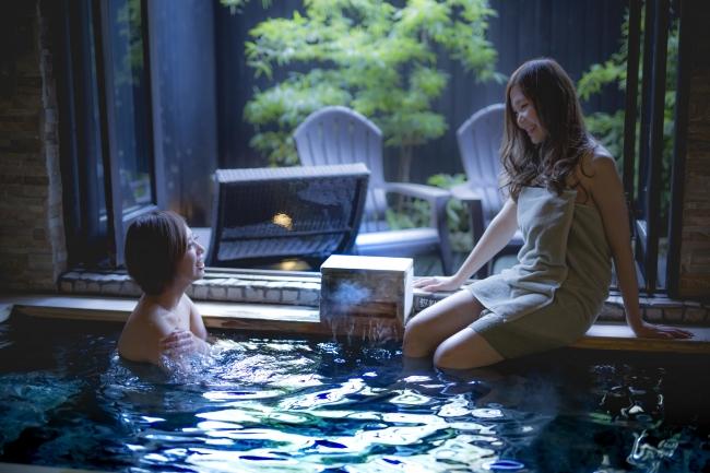 半宿泊で人気の露天風呂付き客室を今だけ家族風呂として利用可能