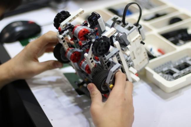 大会指定ロボットキット「教育版レゴ(R) マインドストーム(R)」