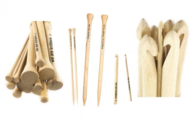 編み針 (棒針・かぎ針) は、 ドイツにあるFSC(森林管理協議会)に認証されたブナの木材を使用し、一つ一つハンドメイドで作られています。手に馴染むデザインで長時間編み物をしても快適に編むことができる機能性はもちろん、木のぬくもりを楽しむことができます