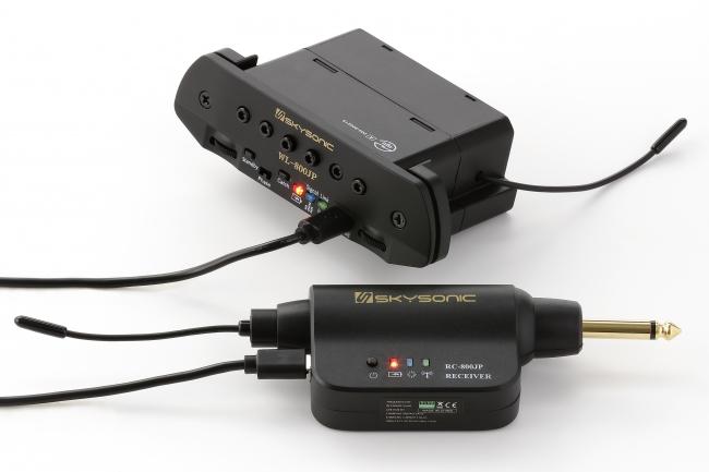 トランスミッターとレシーバーは、それぞれUSB接続で充電。
