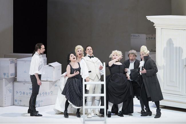 新国立劇場「フィガロの結婚」2017年公演より 撮影:寺司正彦