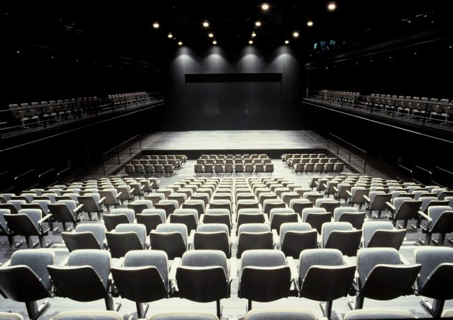 新国立劇場小劇場