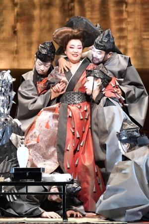 新国立劇場オペラ「紫苑物語」より 撮影;寺司正彦