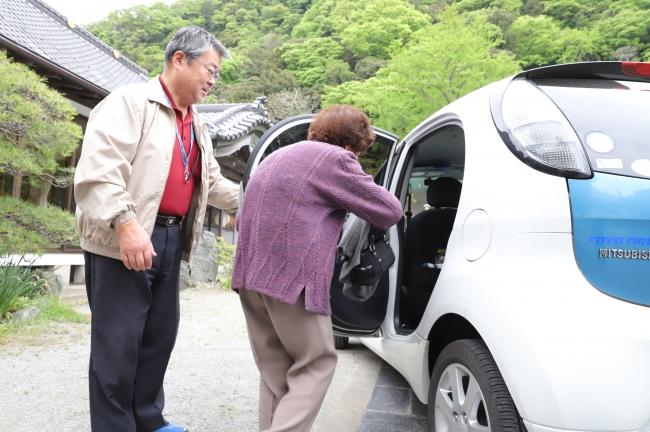ボランティアドライバーによる外出支援の様子(石巻)