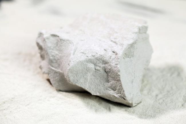 モンモリロナイト原石
