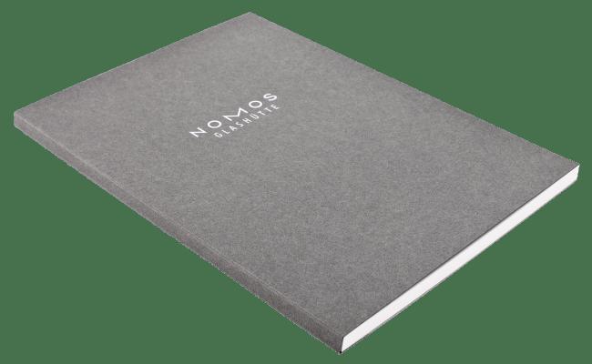 さらに、12月20日までに予約購入すると予約特典としてノモスオリジナルA4サイズノートブックをプレゼント。