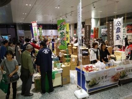 お茶、お菓子、工芸品など、埼玉の県産品が勢揃い