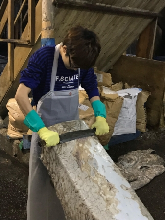 社長自ら、革鞣しを学び手作業と天然原料にこだわりました。