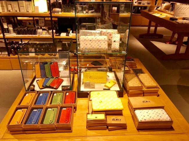 高知の財布も販売予定(写真は9月に同店で行われた高知の財布フェア)
