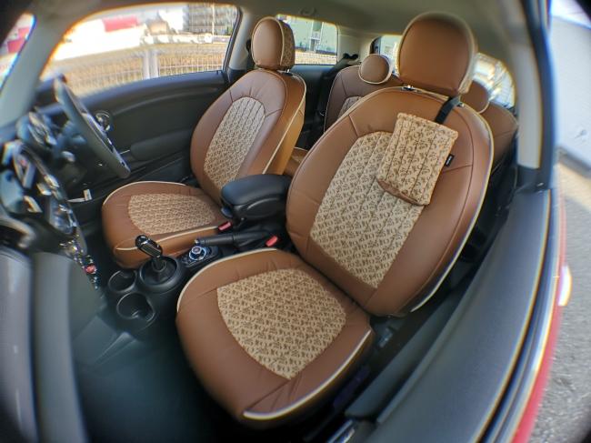 高級車メーカーBMW MINI KOCHIが高知の財布との特注コラボ車両を完成