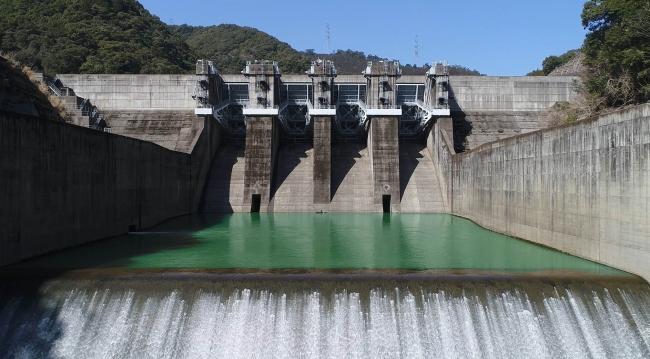 石河内ダム(重力式ダム)