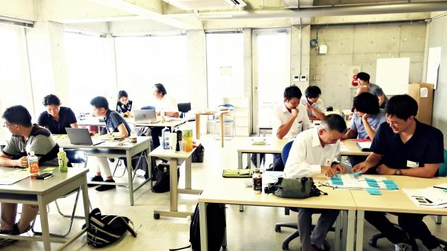 京都造形芸術大学キックオフにて、事業の仮説検証プロセスを学部参加者達の様子