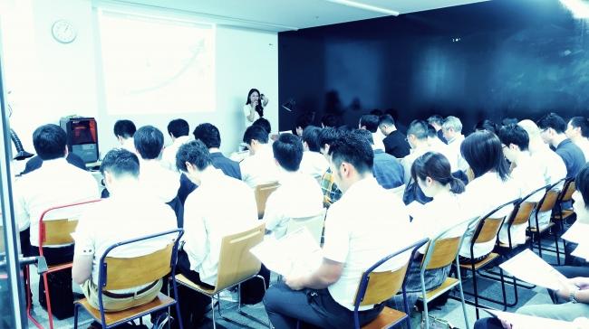 Techshop Tokyoキックオフにて、リーンスタートアップの講義の様子