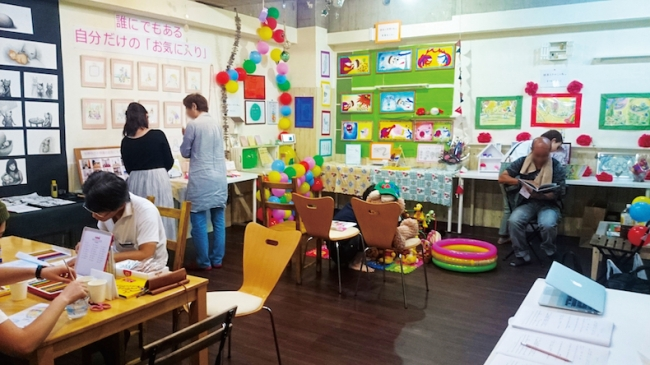 アトリエは、作品展などに身体の不自由な方やベビーカーを使うお子さまを招待しやすいようにバリアフリー仕様。