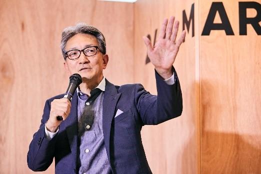挨拶する株式会社ワールド代表取締役 社長執行役員 上山 健二