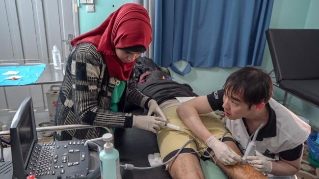 2018年6月に足を銃撃され、今も治療を続ける19歳の青年(2019年2月撮影) (C) Simon Rolin