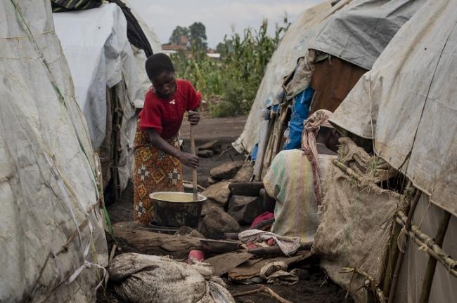 ブニアの避難民キャンプでは厳しい生活環境が続いている (C) Pablo Garrigos MSF