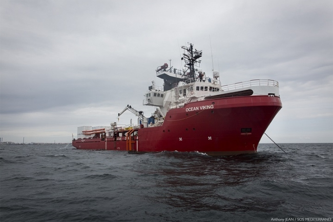 MSFと市民団体「SOSメディテラネ」が共同運航する「オーシャン・バイキング」号