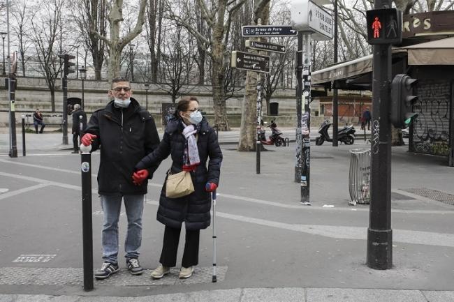 ウイルス感染の厳格な予防策が敷かれたパリでは人通りが少なくなった (C) Aurelie Baumel/MSF