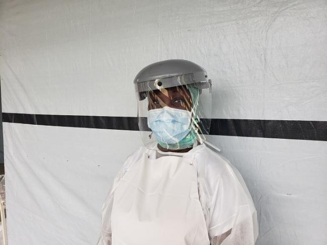 医療スタッフの感染予防策は最重要課題だ (C) Lunos Saint Brave/MSF