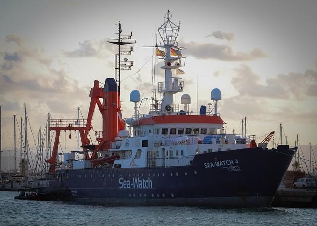 地中海での救助活動の準備を進める「シーウォッチ4号」=スペイン・ブリアナ港で8月5日撮影 (C) Hannah Wallace Bowman/MSF