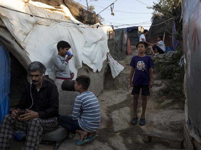 衛生環境も良くないモリア・キャンプ (C) Enri CANAJ/Magnum Photos for MSF