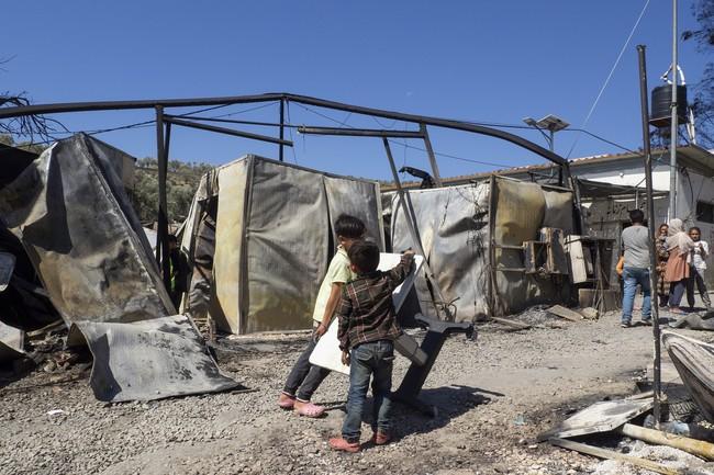 火災によって焼け落ちたモリア難民キャンプ内部=9月9日撮影 (C) MSF