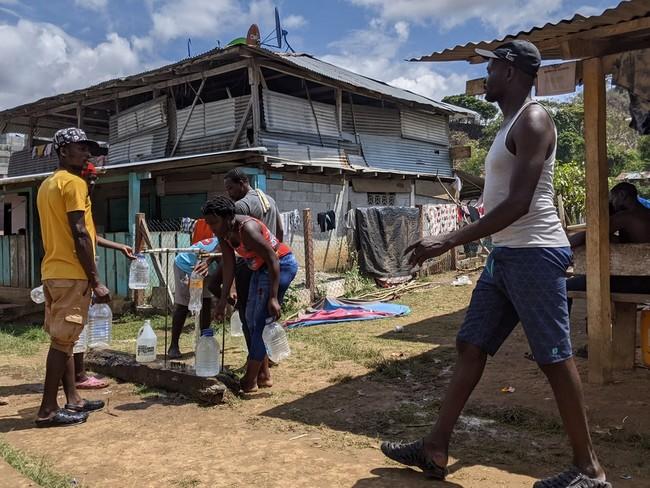 パナマに抜けた移民が到着する町バホ・チキート。400人あまりの住民は、移民の急増に影響を受けている (C) Marcos Tamariz/MSF