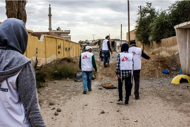 シリア北部のラッカの近郊で医療・人道的ニーズを調査するMSFチーム=2017年 (C) Diala Ghassan/MSF