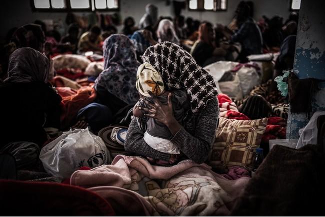 トリポリ郊外にある女性専用のソーマン収容センターに拘束されている女性と子どもたち=2017年3月 (C) Guillaume Binet/Myop