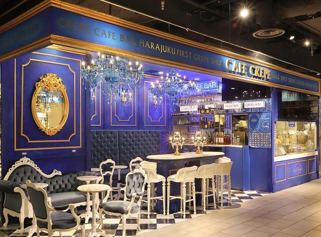 ブルーのモダンロココ調装飾の店内