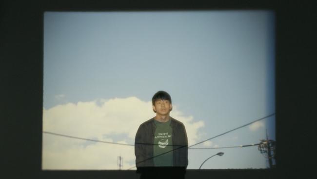 『これはただの夏』PVより。プロジェクターの写真は草野庸子氏撮影