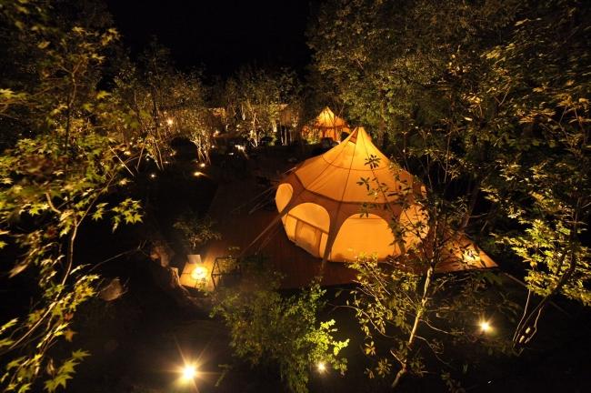 夜の宿泊棟~ロータスベルテント