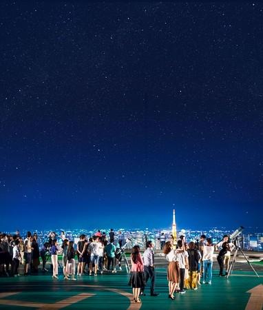 屋上スカイデッキでの星空観望会の様子