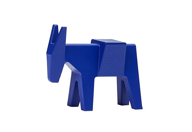 """ETTORE """"BLUE"""" ドイツ人デザイナー、コンスタンティン・グルチッチが、マジス創業40周年を記念してデザインした「エットレ」のオブジェがザ・コンランショップのブルーで登場。22,000円(税抜)"""