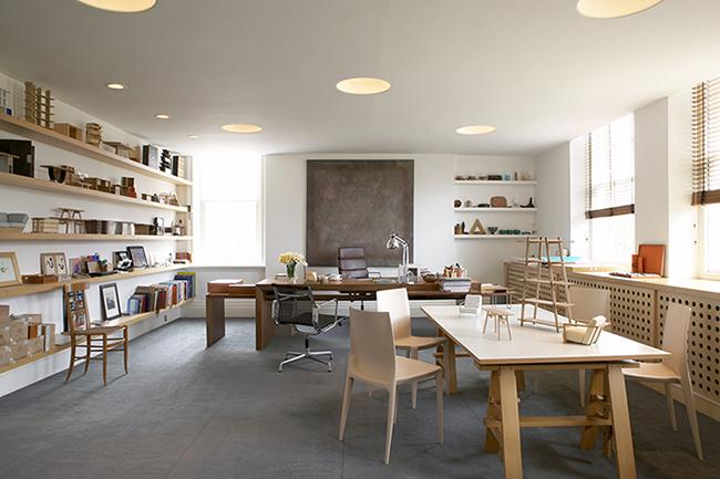 """Essence"" テレンス・コンランのオフィスの一部を店内に再現。アーカイブや映像を通してデザインや暮らし方に対する想いや、心地よい暮らしのエッセンスを探ります。"