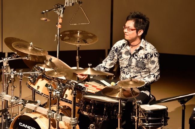 新村泰文(ds) Hirofumi Shinmura