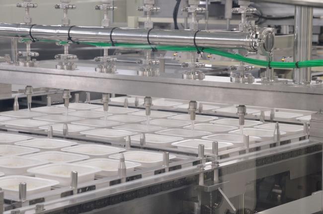 製造工場構内の様子(加水工程)