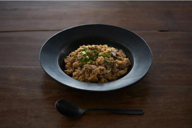 奄美大島のあご出汁鶏飯 ※実際の商品を皿に盛りつけた写真です。