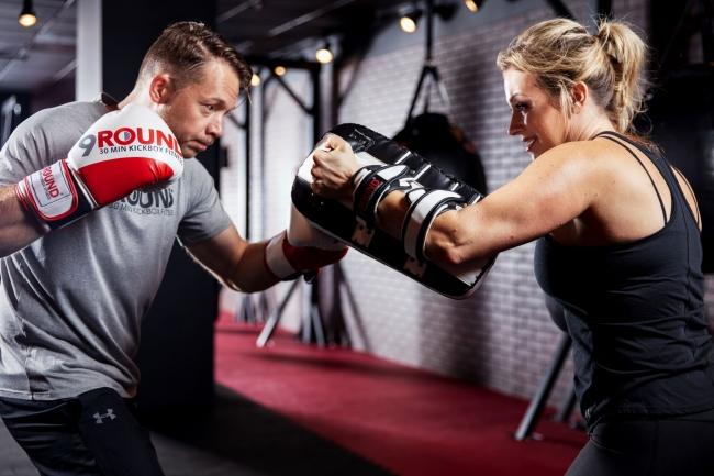自分のペースで、楽しみながら、集中して体を動かすことができるのも9ROUNDの特徴です