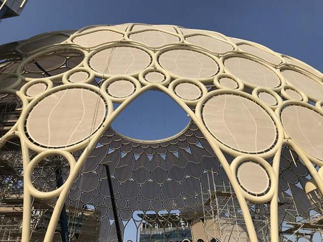 万博を彩る、世界最大「映像ドーム」の膜スクリーンを受注 太陽工業 ...