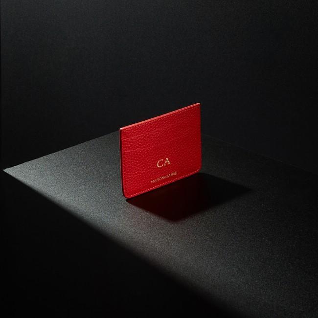 中央のポケットをはじめ超軽量ながら機能性の高いカードケース