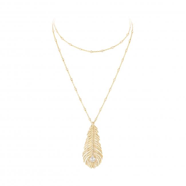 「プリュム ドゥ パオン ペンダント ラージ」 YG、ダイヤモンド、チェーンの長さ83cm ¥2,750,000(税込/予価)