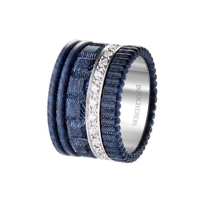 「キャトル ブルー ジーン リング ラージ」(ダイヤモンド、ホワイトゴールド、デニム、レジン)*非売品