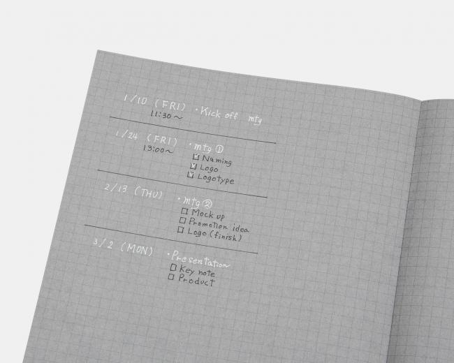 黒と白の文字の使い分けで視認性の良い、シンプルかつ鮮明なノートに。