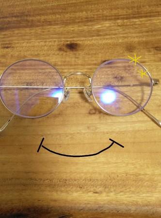 メガネの画像を取り込み、レイヤーで口元を追加。