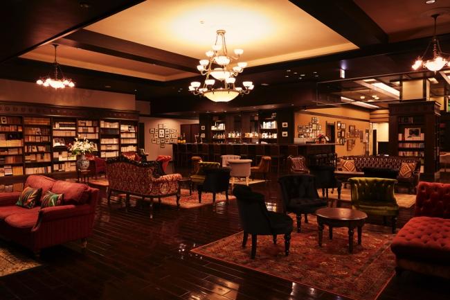 3万冊の蔵書ラウンジ「みずずLounge&Bar」