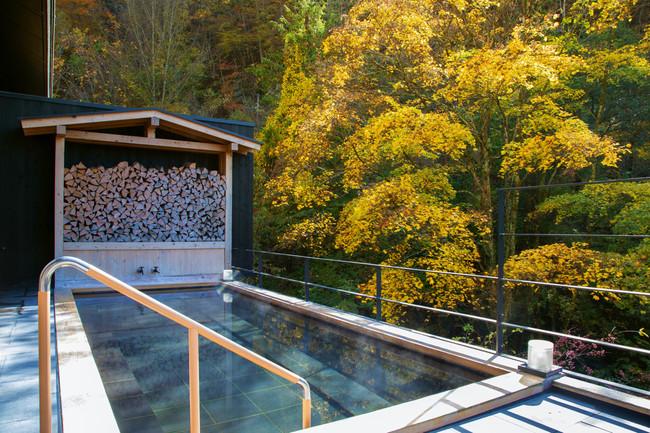 紅葉シーズンの大浴場直結露天風呂