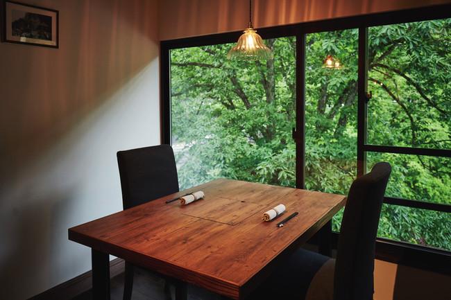周りに気兼ねなく食事を愉しめる個室レストラン